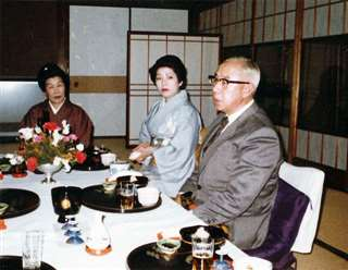名前をくれた小畑知事と(中央)=昭和50年代
