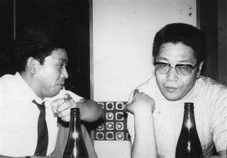異色の作家林征二さん(右)と=昭和40年代後半