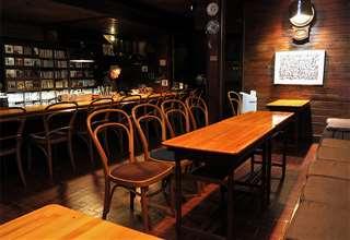 経営するジャズ喫茶「ミントンハウス」の店内