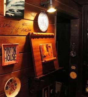 ジャズ喫茶ミントンハウスで流しているCDのケースはいつもここに掲示