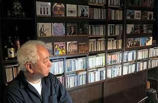 店があまり忙しくない時は、CD棚の前が定位置