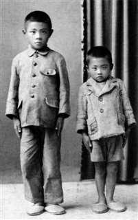 6歳の頃、兄(左)と=昭和20年