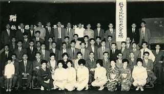 県現代俳句大会の講師として来県した金子先生(前から2列目右から5人目)