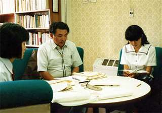 県高校文芸セミナーで句作を指導=昭和59年、県青年の家