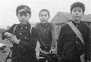 8キロを通った中学時代(左)