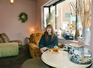 「楽しい場所がないなら自分がつくろうって決めた」と語るmaikoさん=秋田市中通のグランマ