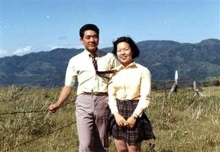 家内の陽子と=結婚前年の昭和47年6月
