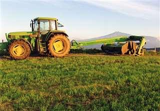 牛を健康に育てるため、餌は牧草が主体=平成25(2013)年秋、土田牧場