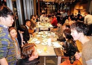 藤里町ゆかりの首都圏在住者が集まり、町を活気づけるアイデアを練ったリトルフジサト=昨年10月22日、東京・品川区の地域交流施設