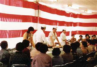 市場で開いた魚料理講習会=昭和57(1982)年