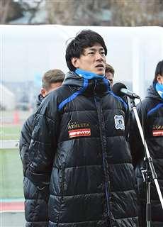 昨季最終戦でファンにあいさつする山田。開幕に備えトレーニングを重ねる