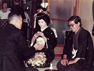 自宅で平鹿出身のれい子と結婚披露宴=昭和47年11月
