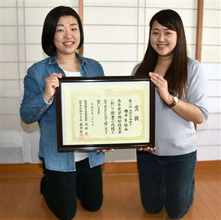 勝平竿燈会の嵯峨敦美さん(左)と佐藤絵梨佳さん