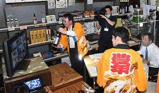 由利本荘市職員らが、首都圏の市出身者らとモニター越しにやりとりしたオンライン飲み会「ゆりほんじょうWeb交流会」