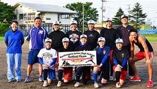 選手9人が保護者やきょうだいに支えられながら全国大会を目指してきた八郎潟中ソフトボール同好会