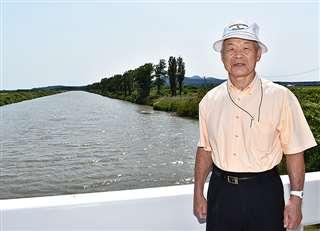 広く真っすぐな水路が延びる大潟漕艇場で=今年6月