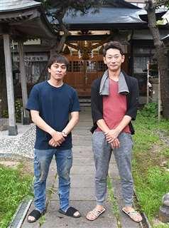 保戸野鉄砲町竿燈会の佐々木さん(左)と中村さん