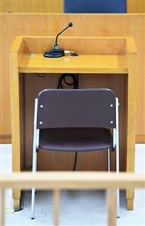 男が判決の宣告を受けた秋田地裁大館支部1号法廷の証言台