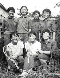 能代北高1年の頃、仲の良かった友人たちと(前列左)
