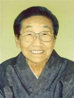 平成13年(2001)ごろの母。体調はだいぶ回復し、着物も自分で着ていた