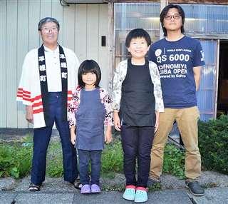 3世代での屋形舟繰り出し参加を夢見る(左から)山田吉男さん、玲蘭さん、顕梧君、豊さん