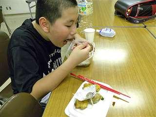 教室での弁当作りは今も続く。一番人気はキーマカレー
