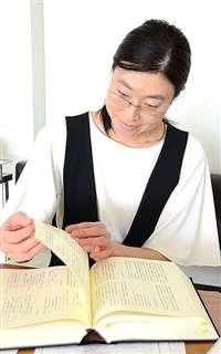 「比島戦史」を読む工藤さん