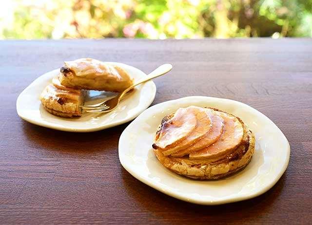 鹿角市産のリンゴを使った期間限定のアップルパイ
