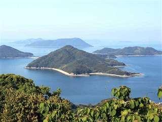 ロケ地となった粟島(香川県観光協会提供)
