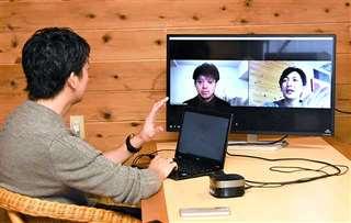 オンラインで東京の濵田さん(画面左)とやりとりを重ねる石井さん