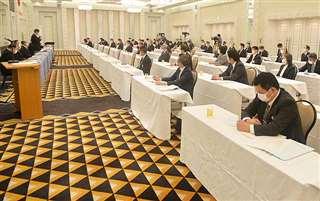 県内の校長が集まり全県高校総体の開催可否について話し合った評議員会=5月、秋田市