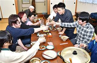 第6回黄桜すい合宿の懇親会=2月23日夜