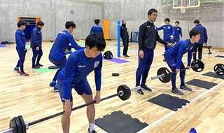 1月の福島県での1次キャンプで体力強化に取り組む選手(クラブ提供)
