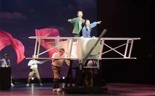 昨年6月に3度の開幕延期を経て公開された「空!空!!空!!!」の初舞台=2020年6月6日、わらび劇場