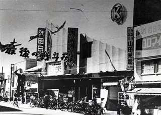 昭和30年代の秋田市・有楽町。映画ファンでにぎわった