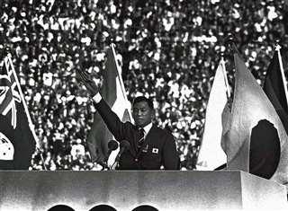 東京五輪の開会式で選手宣誓をする日本選手団主将の小野喬