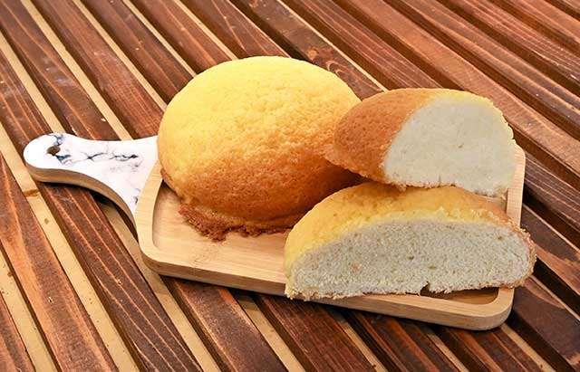 「焼きたてパン ポッポ」の極ふわメロンパン