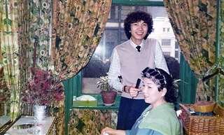 アレキサンダーの名を冠した美容院で日本人美容師と