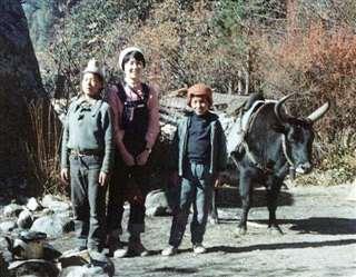 シェルパの子どもたちと妻千寿子