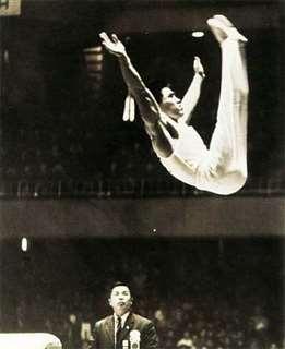 日本人選手として初めて体操男子個人総合を制した遠藤の跳馬