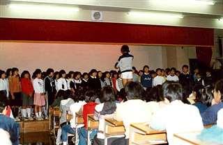 和光中文化祭の合唱ステージ=昭和57(1982)年