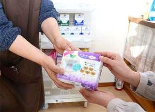 秋田市のNPO法人による生理用品配布の取り組み(写真は一部加工しています)