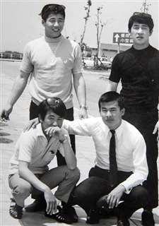 箱根時代、職場の仲間たちと(後列左)