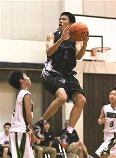 主力としてプレーする柏日体高校3年の保岡選手=2013年、千葉県(日体大柏高校提供)