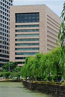皇居のすぐそばに立つKKRホテル東京