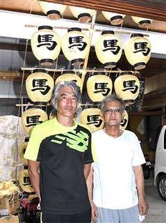馬口労町竿燈会代表の椎名一義さん(左)と前代表の椎名正美さん