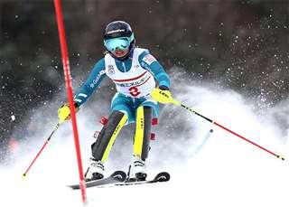 力強い滑りで全日本選手権の回転を制した向川選手=今年3月、北海道釧路市阿寒湖畔スキー場(向川選手提供)